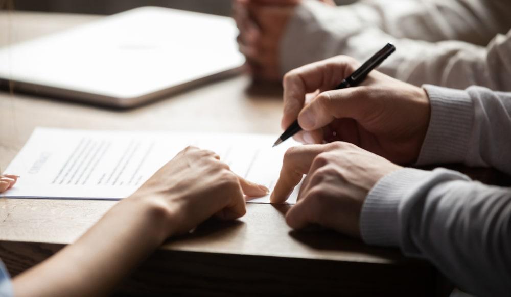 Formy zawierania umów: pisemna, dokumentowa, elektroniczna. Sprawdź różnice!